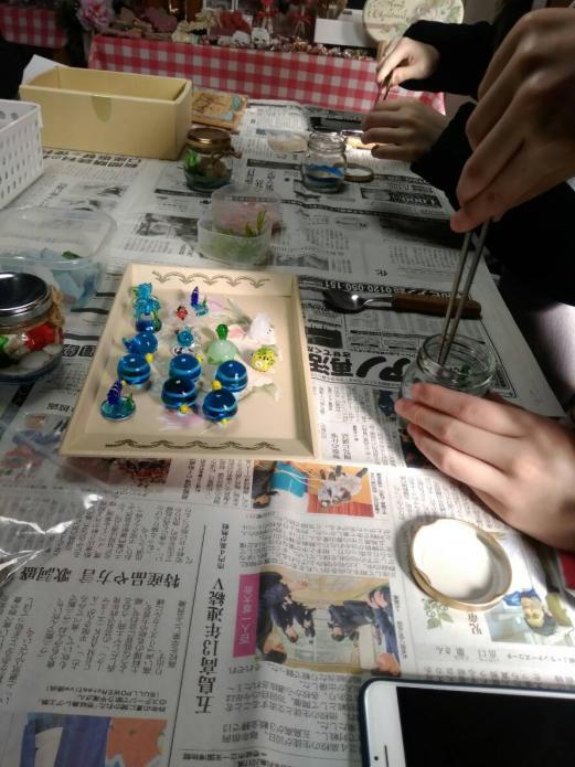 砂・貝・花で作るオリジナルキャンドルホルダー作り体験-2