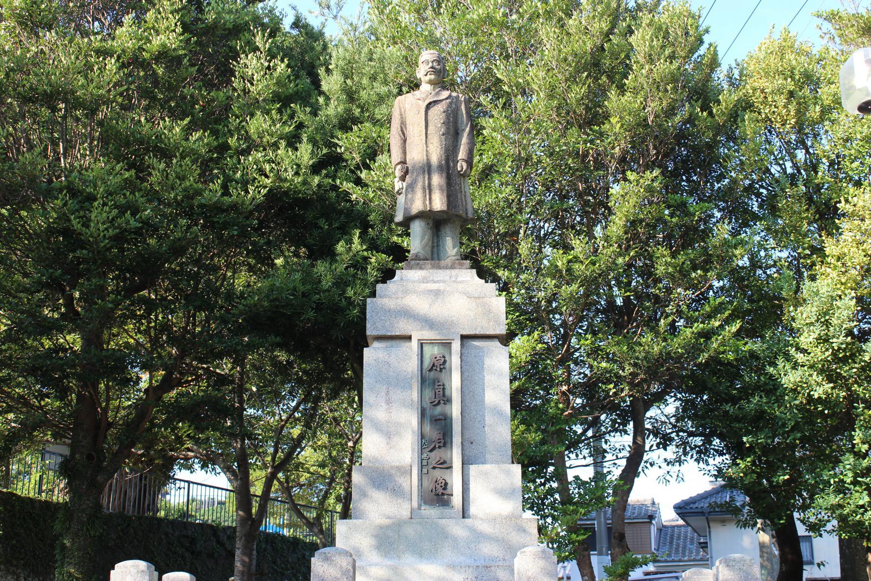 原氏父子の像-3