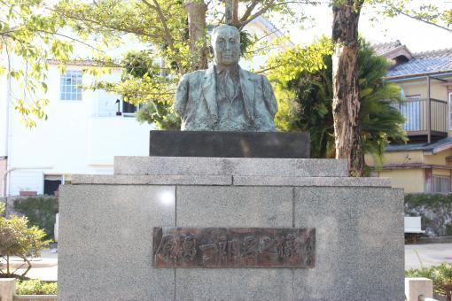 原氏父子の像-0